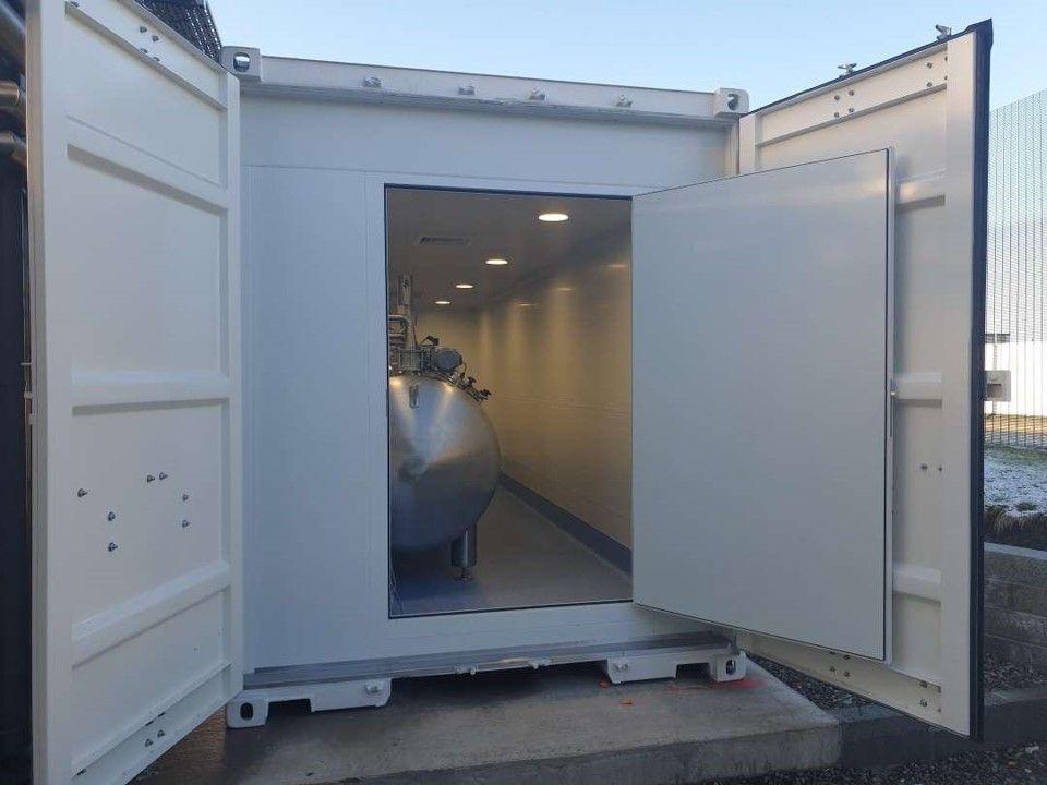 ABC Actini - decontamination lab container - door and inside